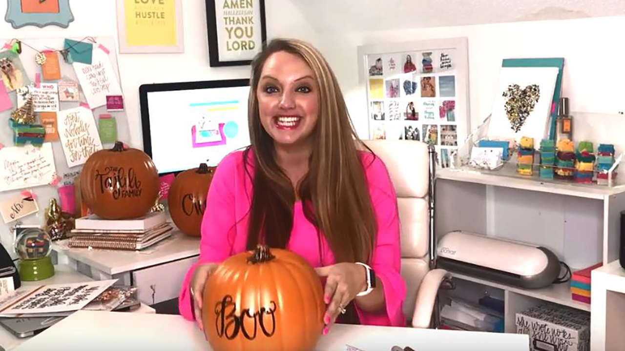 How to decorate a pumpkin with hand lettering