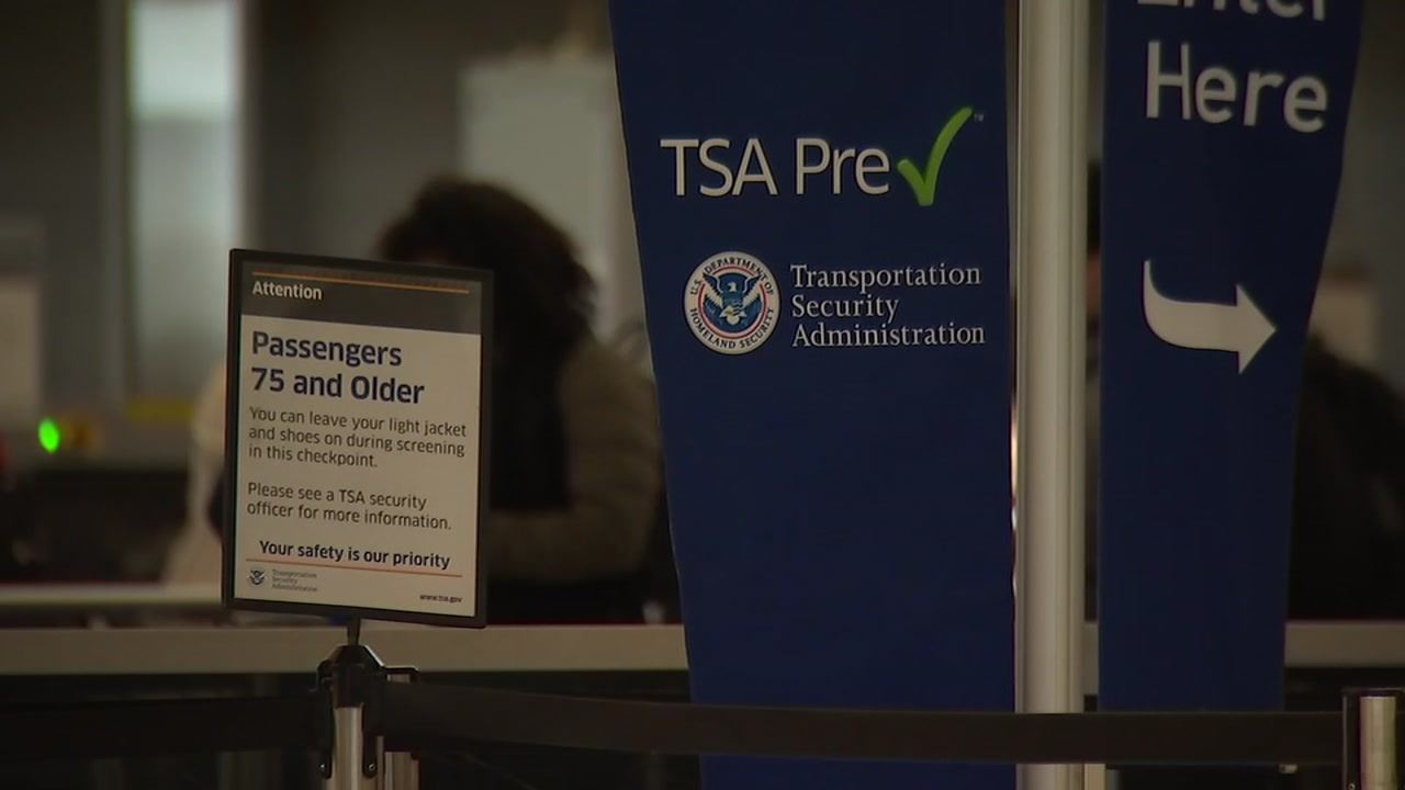 RDU travelers say airport workers affected by government shutdown should be paid