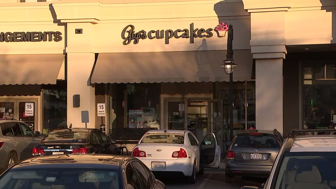 Gigis Cupcakes is closing the doors to one of its Raleigh locations after the company filed for bankruptcy.