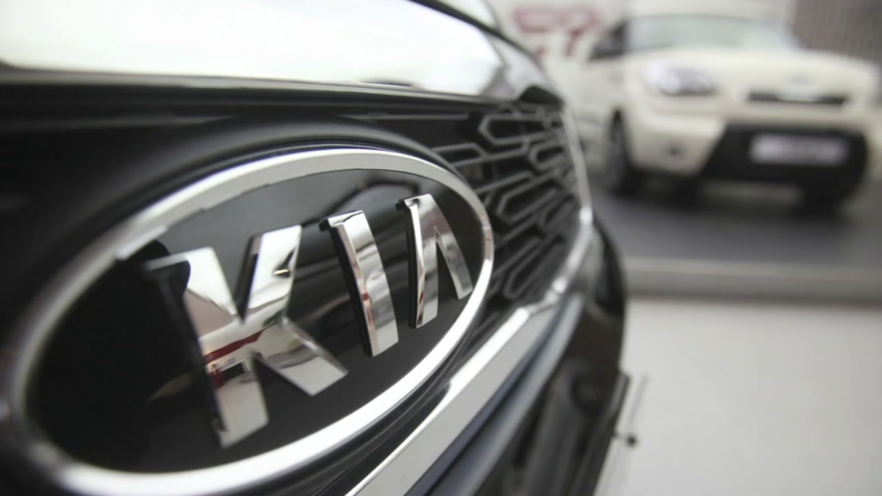 Hyundai and Kia are recalling 168,000 vehicles to fix a fuel pipe problem that can cause engine fires.