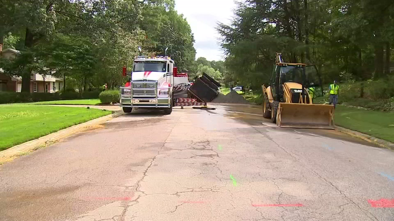 Part of Brookgreen Drive in Cary closed after water main break