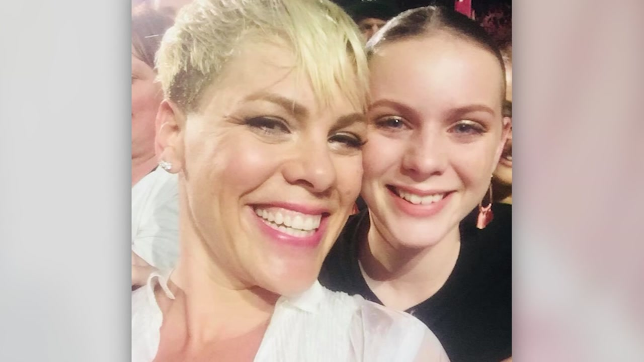The singer and songwriter Pink stopped her concert on Monday to comfort an Australian fan.