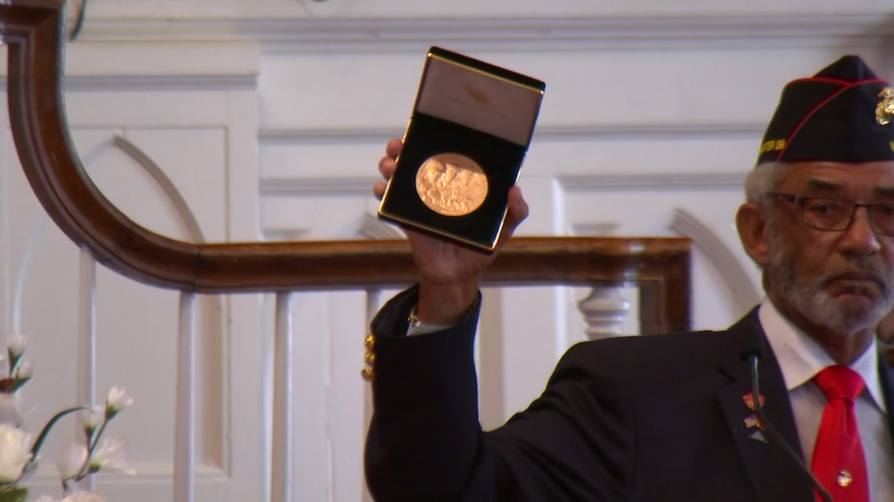 World War II veteran posthumously receives Congressional Gold Medal in Raleigh
