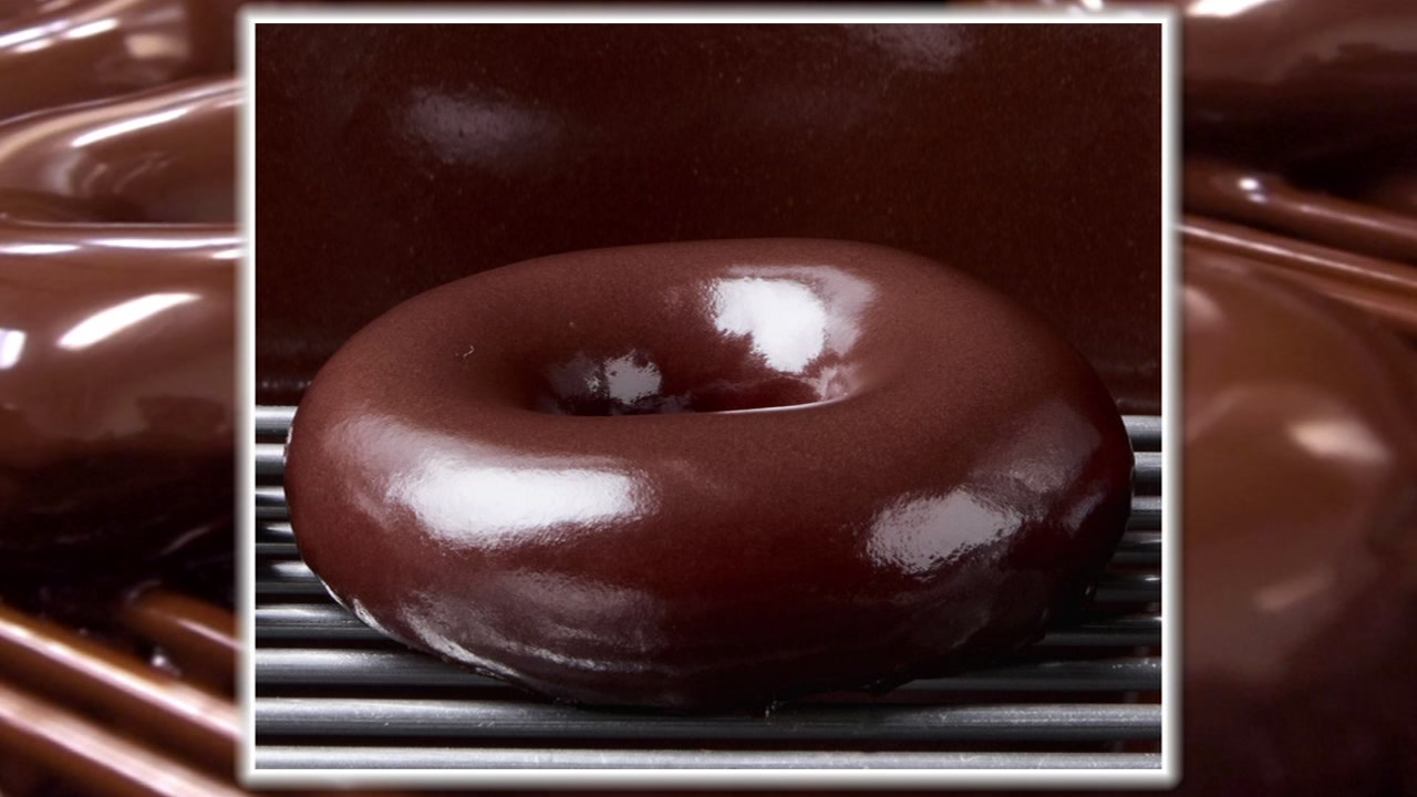Krispy Kreme bringing back chocolate glazed flavor.
