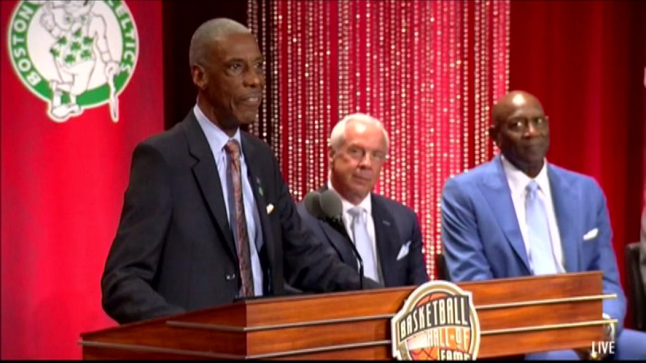 Charlie Scott, Grant Hill enter Basketball Hall of Fame.