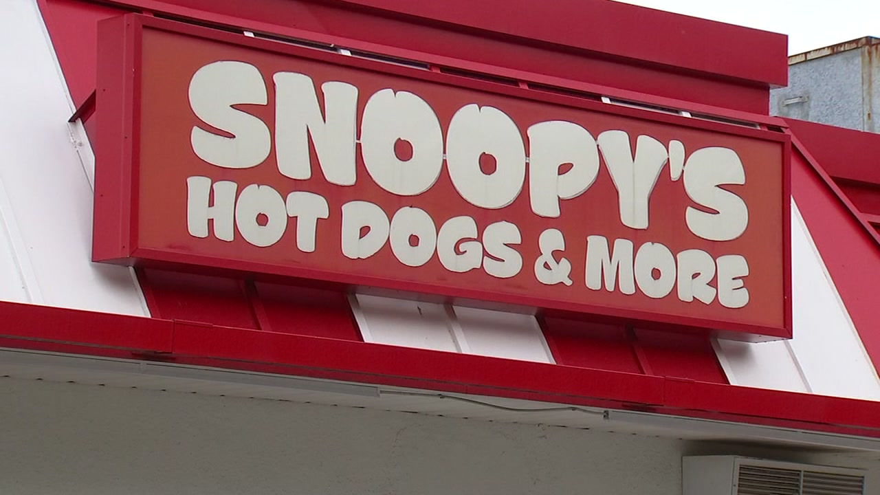 Snoopys rolls back hot dog prices for 40th anniversary