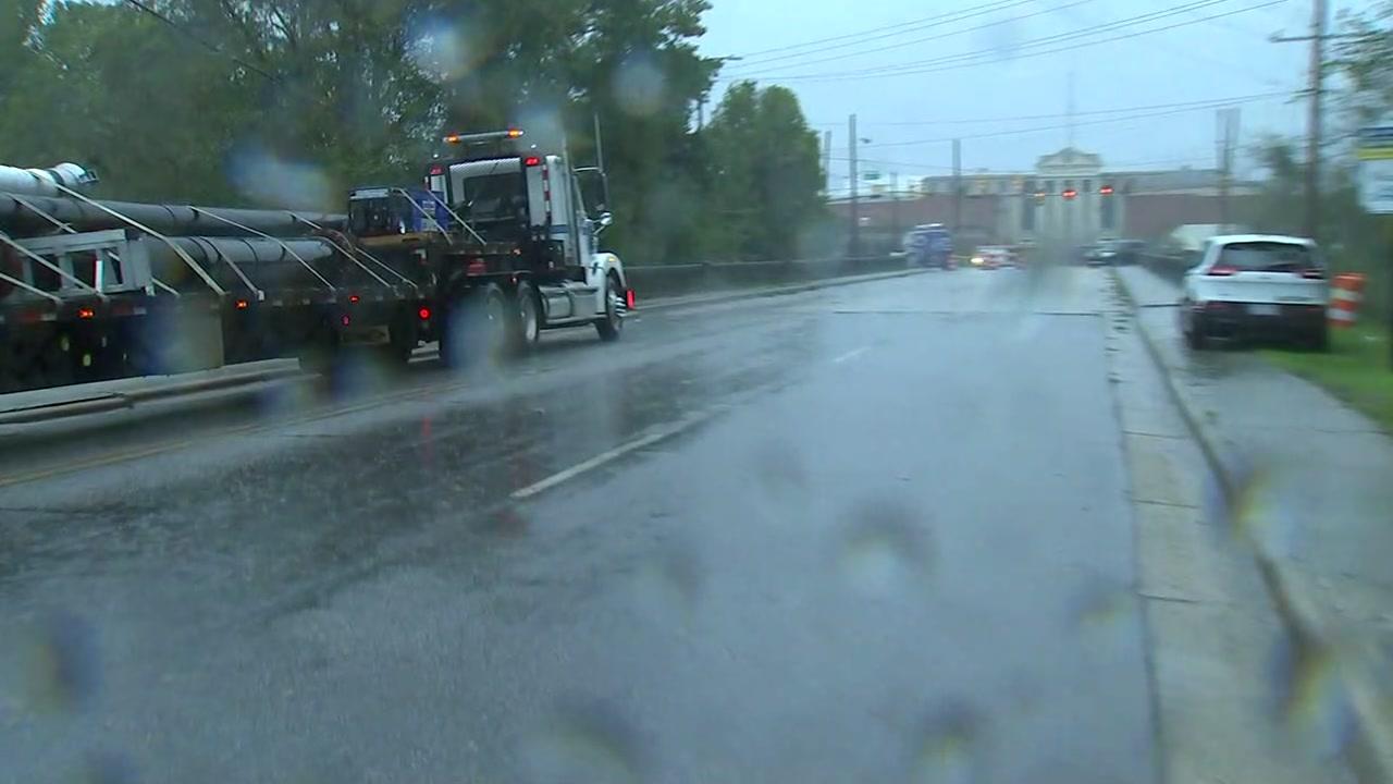 la lluvia sigue callendo en Lumberton y hay preocupacion por inundaciones.