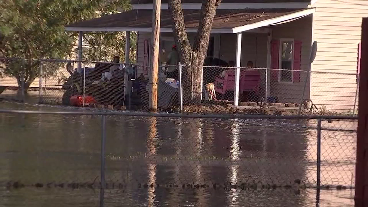 Flooding in Lumberton continues a Lumber River to crest a second time
