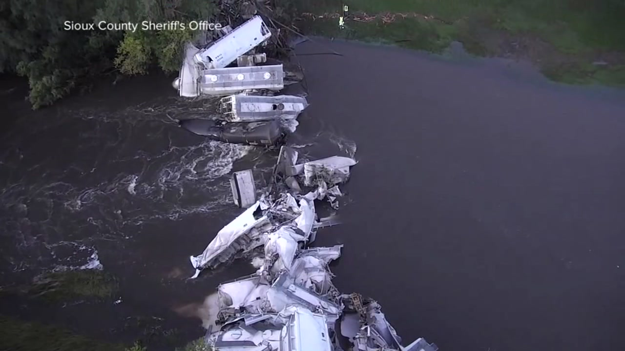 No injuries were reported after a train derailed in Iowa and 20 cars carrying soybean oil and sand fell into the flooded Floyd River.