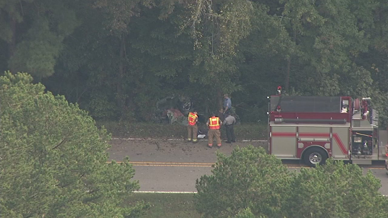 A serious crash has closed Possum Track Road near Raven Ridge Road in Wake County.
