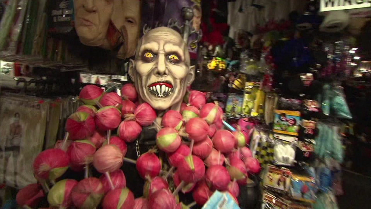 Dont get scammed when shopping for Halloween costumes, Troubleshooter Diane Wilson says.