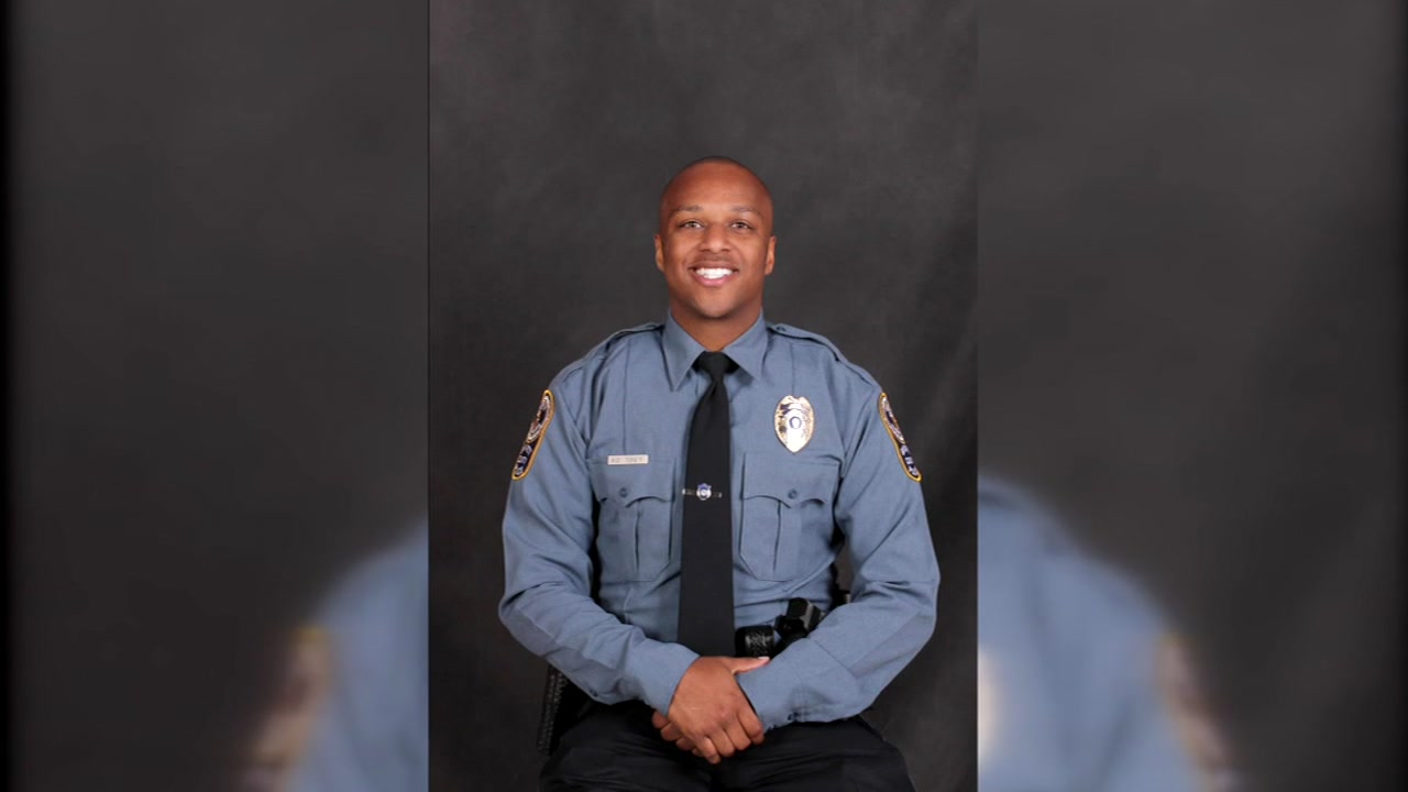 Georgia officer fatally shot near school, suspects run away