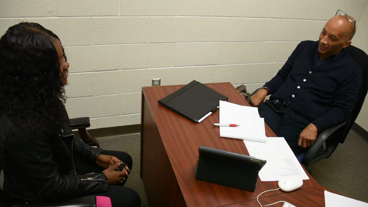 ABC News Byron Pitts teaching young journalists at St. Augs University