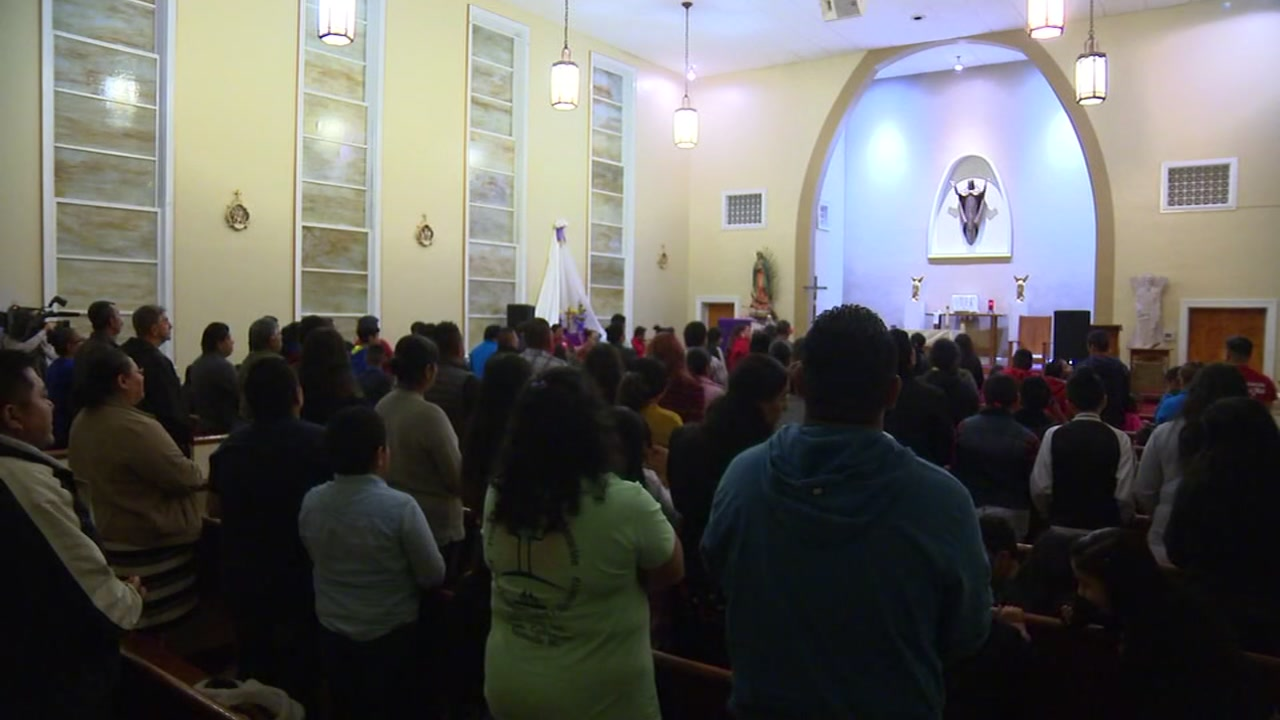 Church holds prayer vigil for missing teen.