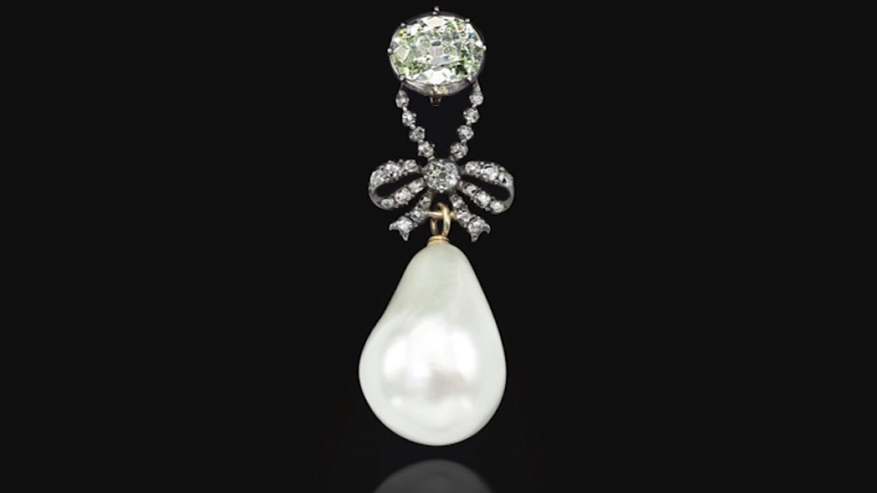 A large pearl pendant once belonging to Marie Antoinette, the last queen of France, has sold at auction for $36 million.