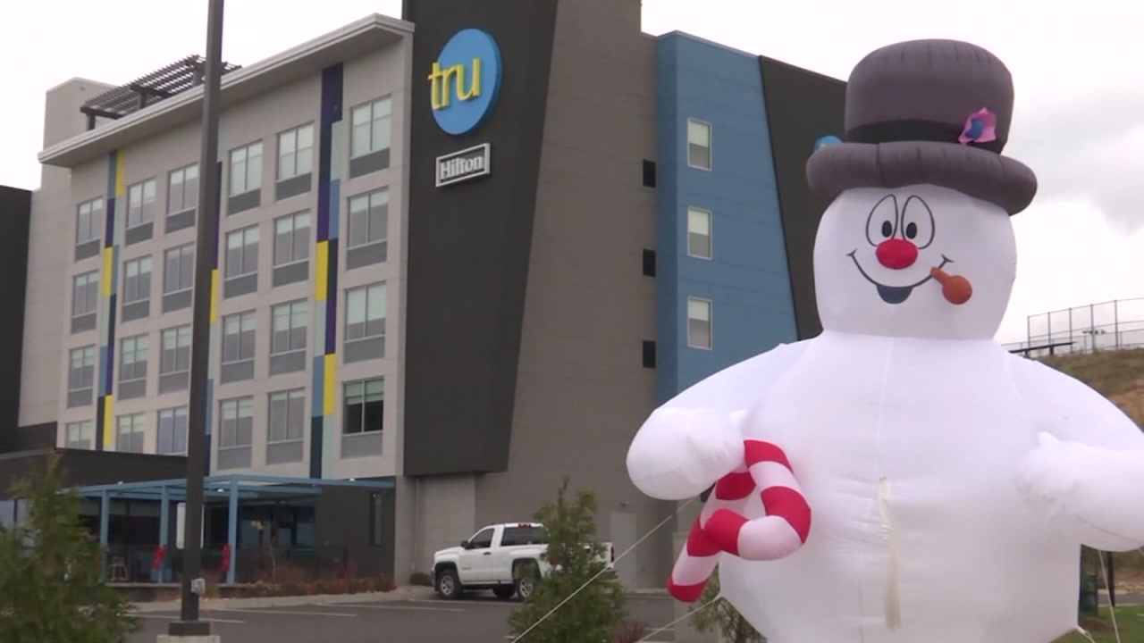 A hotel in Tennesse is trying to figure out what Scrooge stabbed Frosty the Snowman