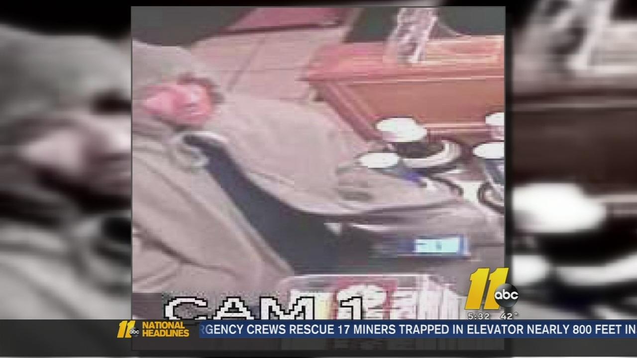 Inept thief thwarted in Raleigh