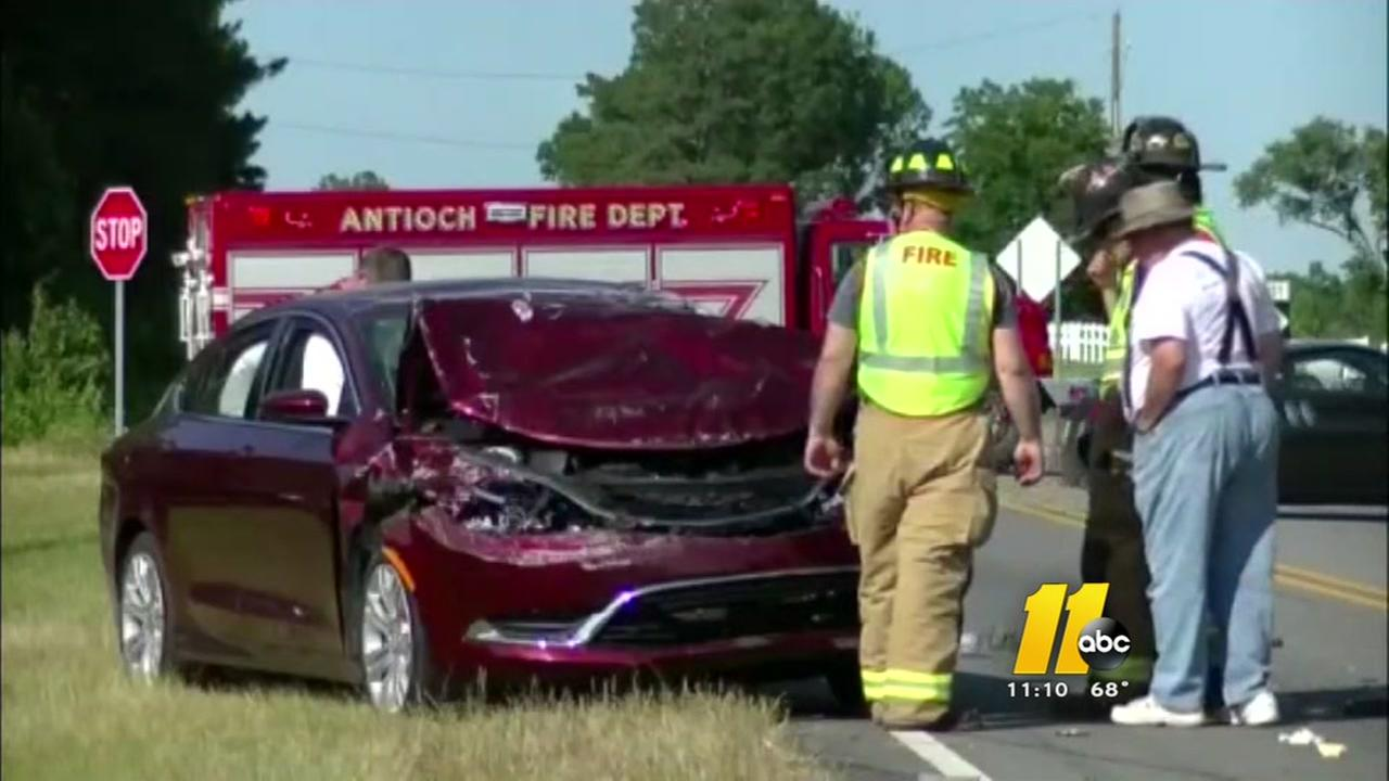 6 injured in wreck north of Selma