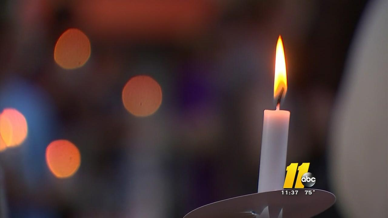 Hundreds pray for peace at downtown Durham vigil