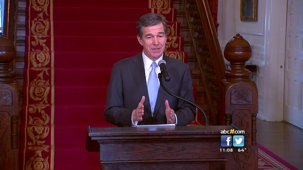 Governor Cooper signs North Carolinas HB2 compromise bill