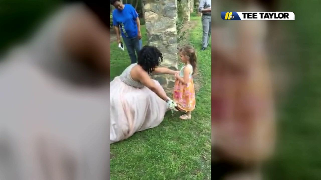 Little girl thinks prom-bound teen is real princess