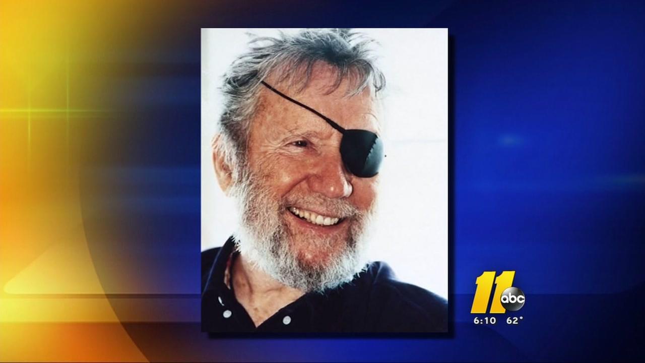 Legendary surfer dies at age 94
