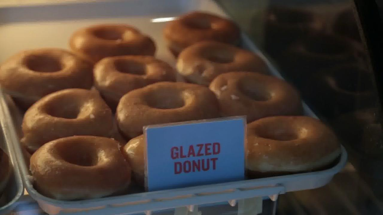 How do they make glazed donuts?