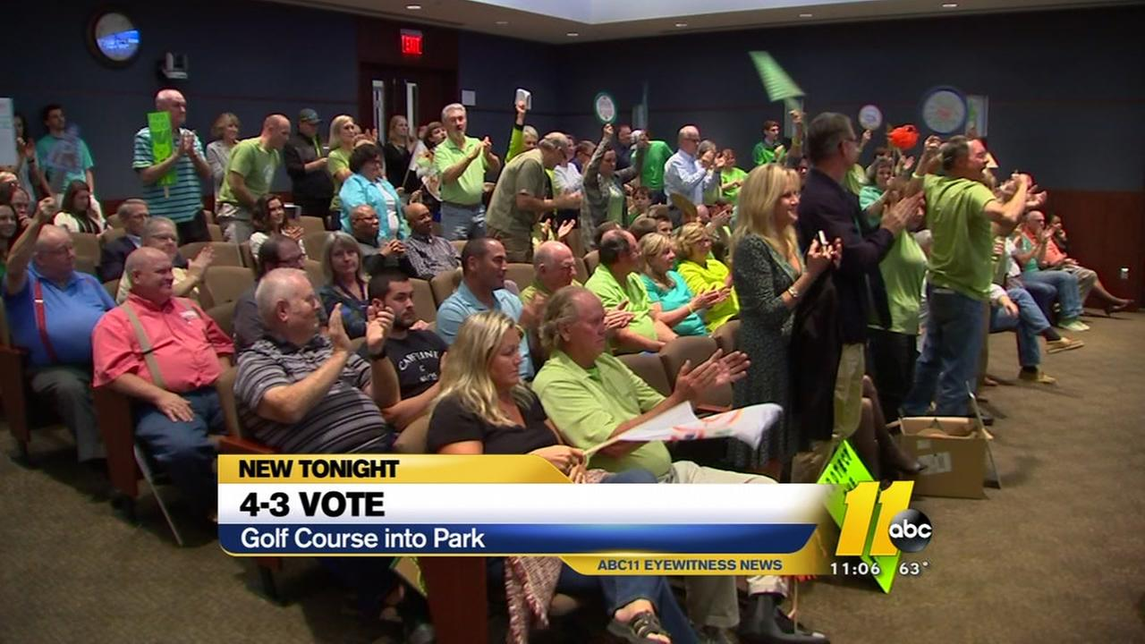 Plan to turn golf course into park passes