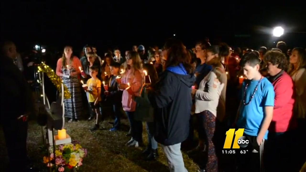Mourners gather to remember 3-year-old Mariah Woods
