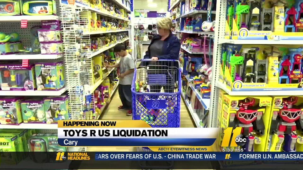 Toyrs R Us begins liquidation