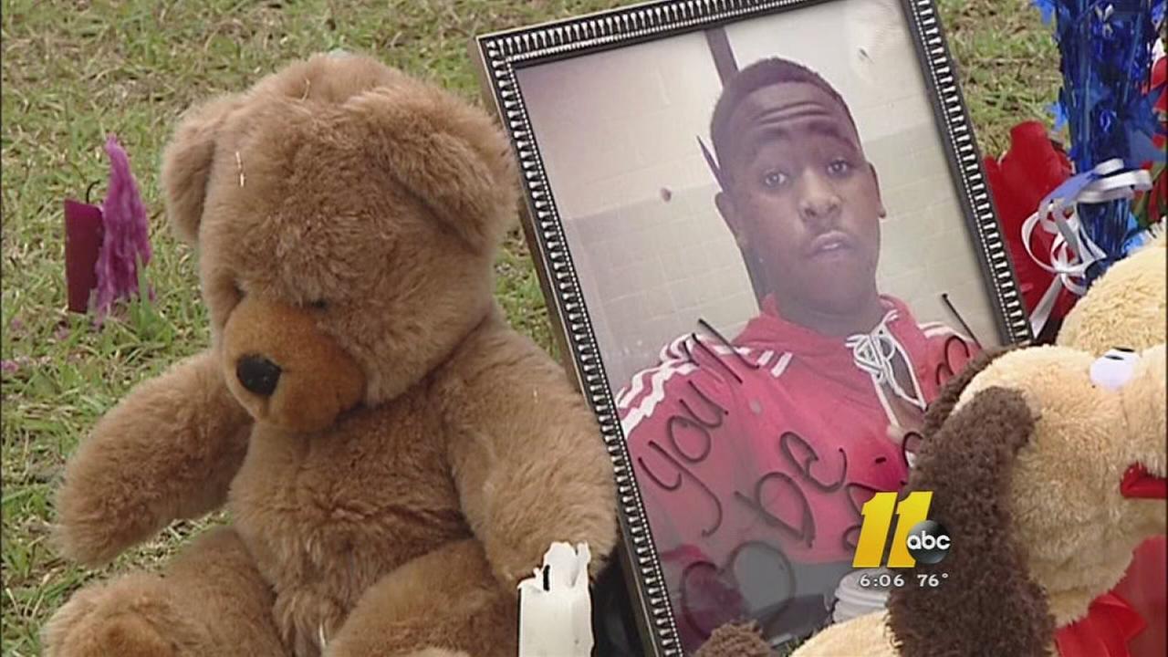 Family of slain Fayetteville teen want an arrest