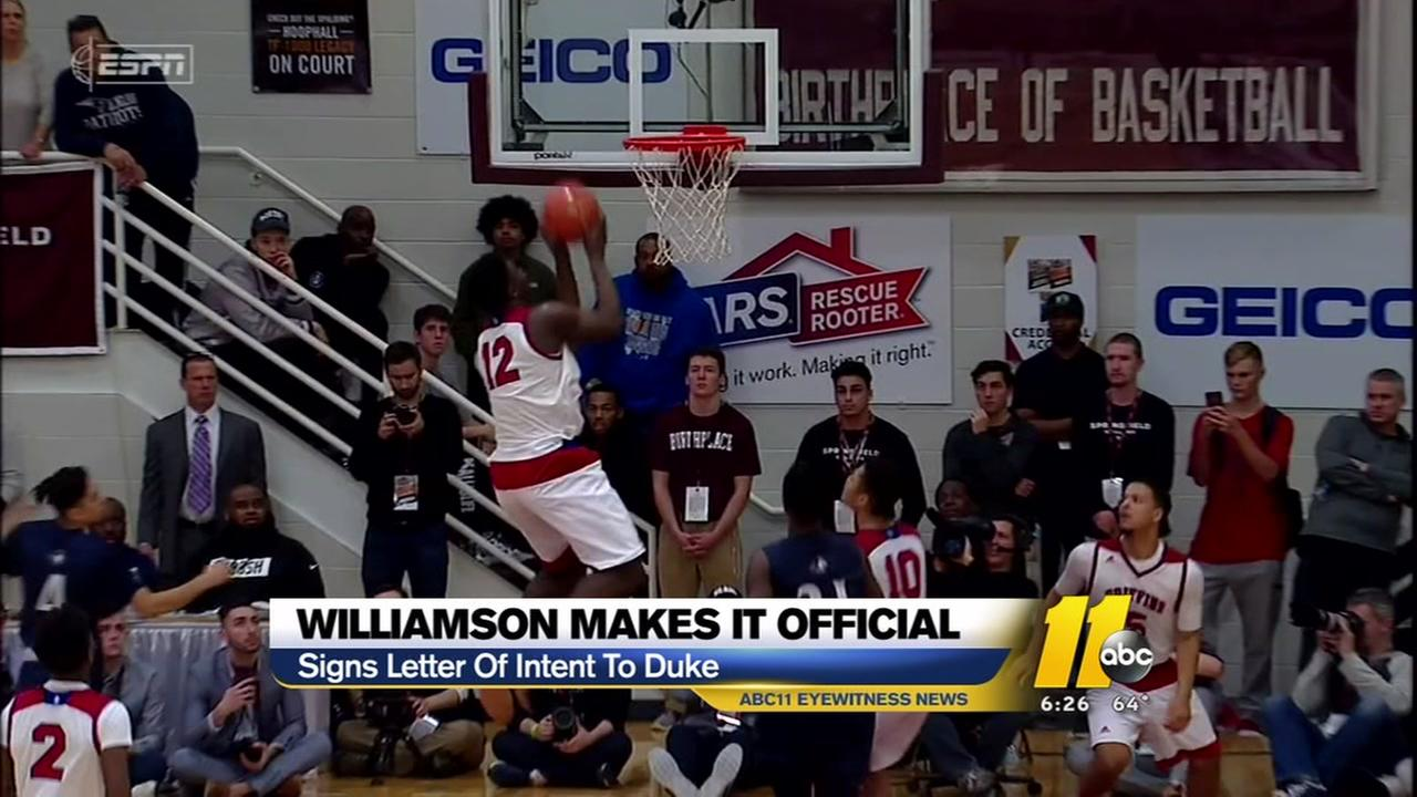 Zion Williamson makes it official with Duke