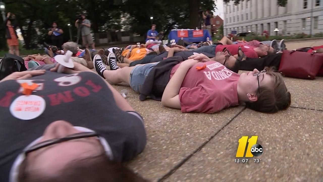 Students stage die-in against gun violence