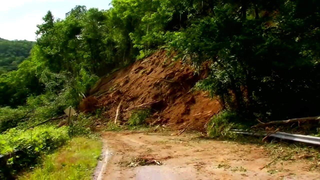 Massive mudslide shuts down highway in Bat Cave, NC