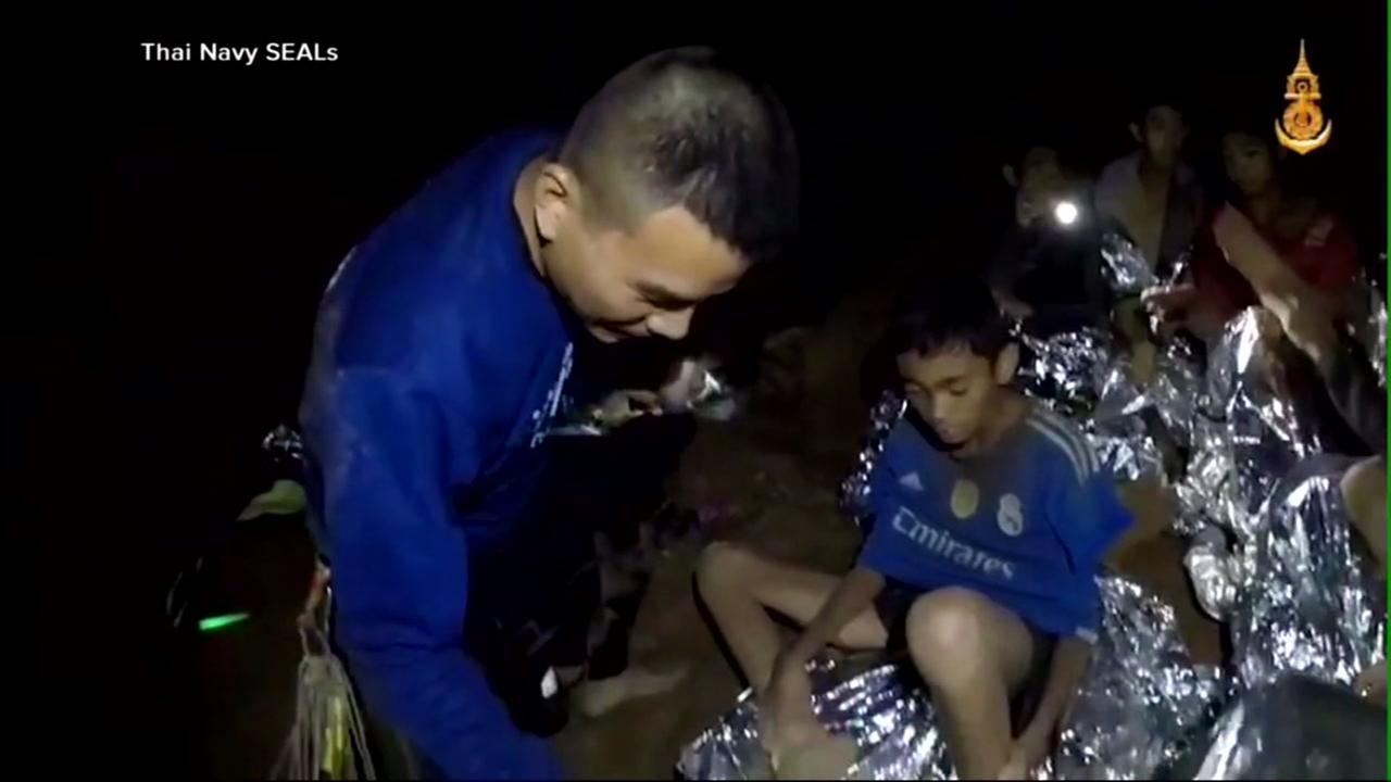 8th boy removed from cave as Thailand rescues underway