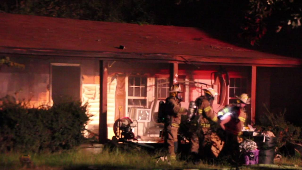 2 cats killed in Fayetteville house fire, owners safe