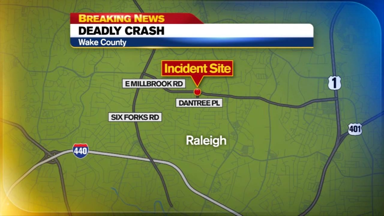 1 dead after car crashes into tree, utility pole in Raleigh
