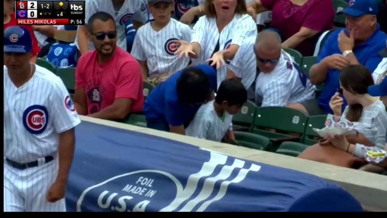 Chicago Cubs fan steals ball from young fan