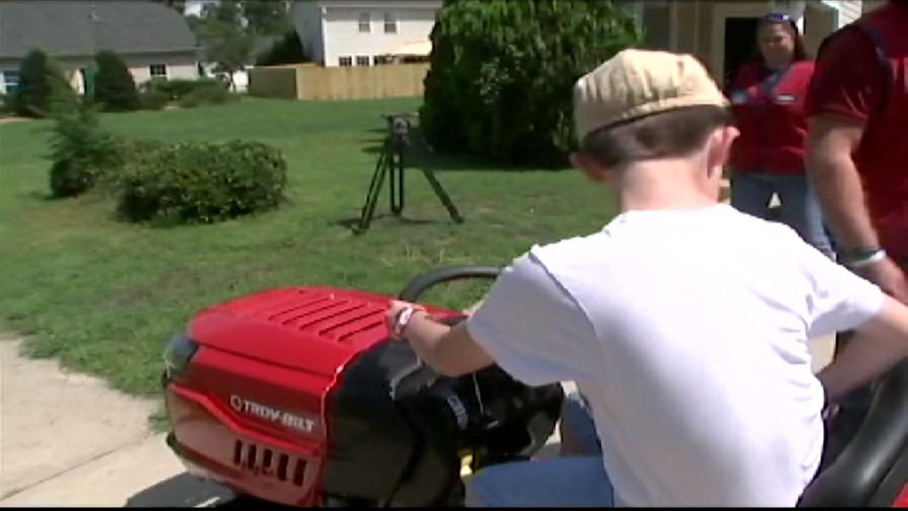 Lowes gifts lawnmower to 9-year-old robbed at lemonade stand
