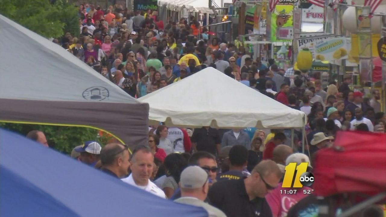 Crowds pack Fayetteville Dogwood Festival