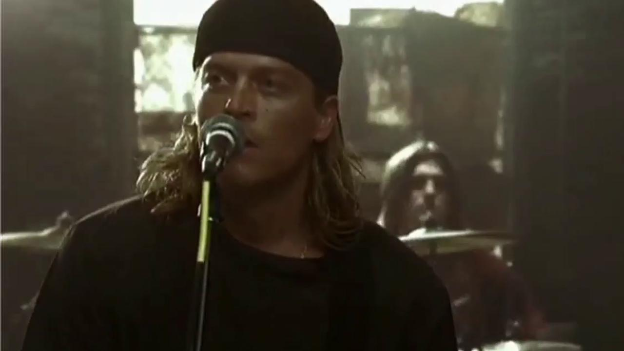Wes Scantlin appears a still from the music video for Blurry.