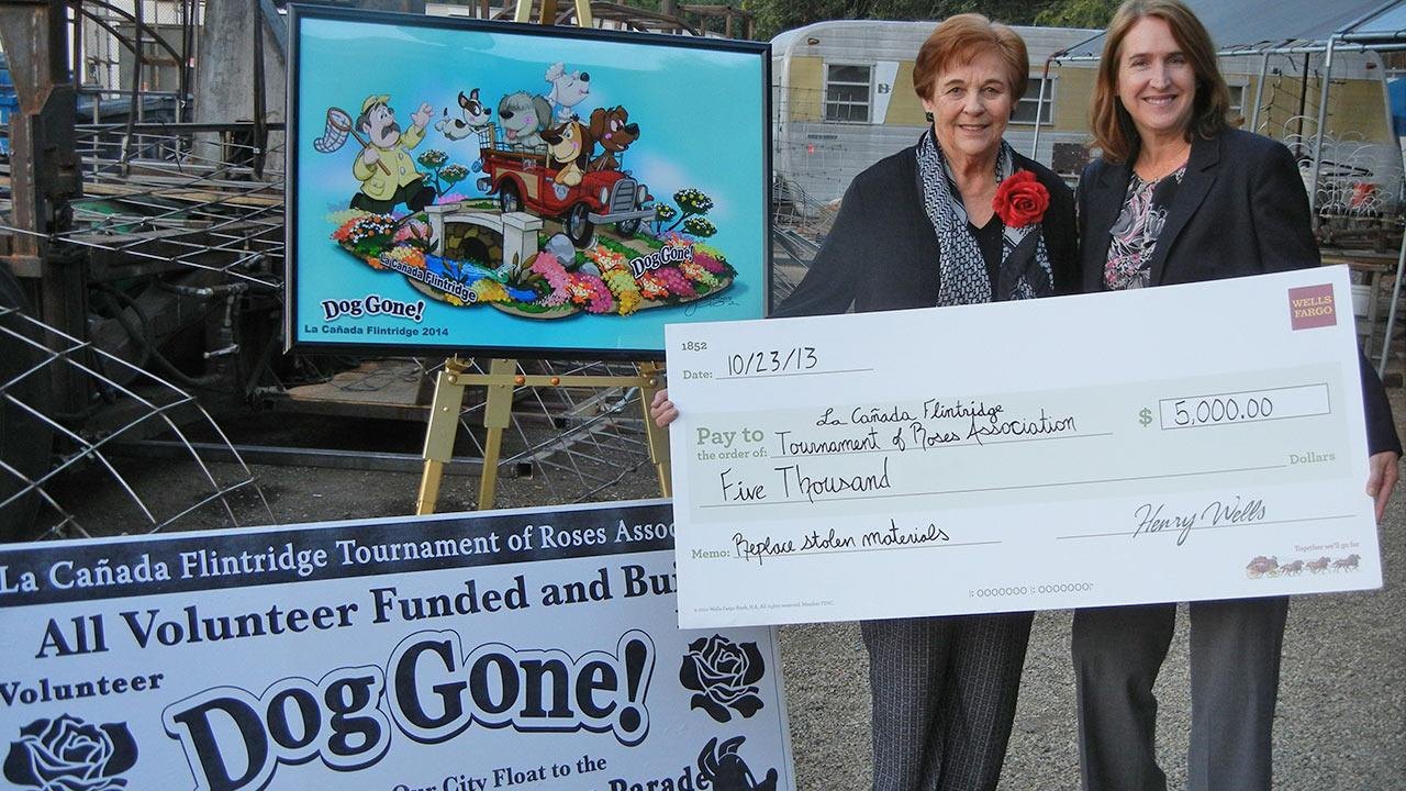 Suzanna Hart of Wells Fargo presents a check for $5,000 to Ann Neilson, the president of the Wells Fargo and La Canada Flintridge Tournament of Roses Association.