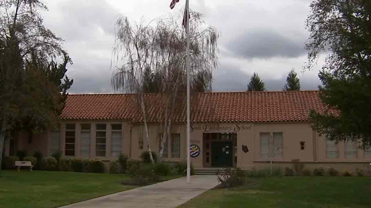The Simi Valley Unified School District board has voted to close Simi Elementary School.