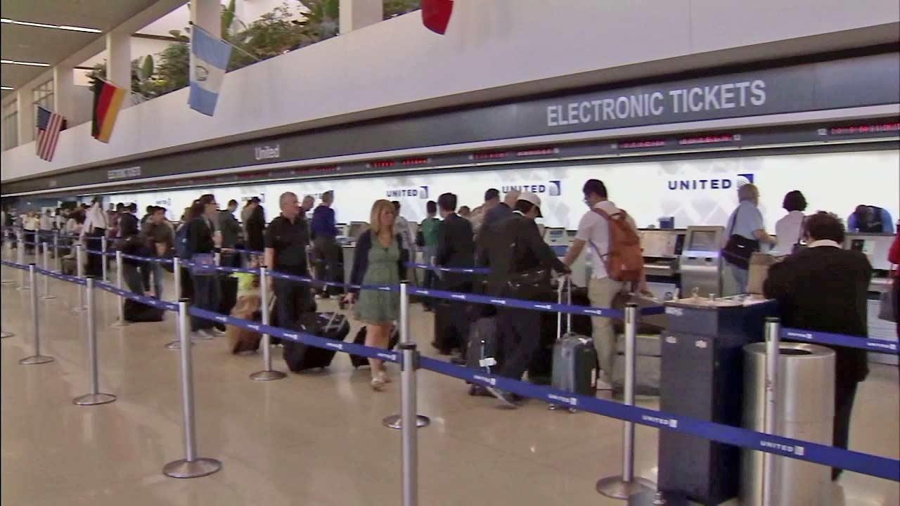 Hurricane Sandy forces thousands of flight cancellations