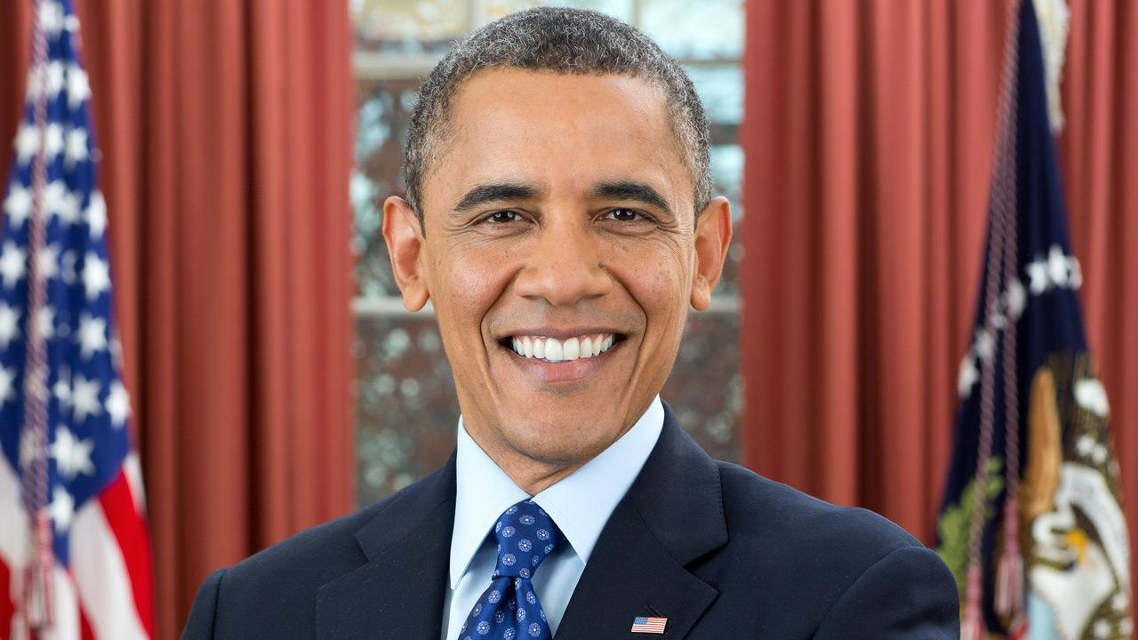 Official portrait of President Barack Obama in the Oval Office, Dec. 6, 2012.