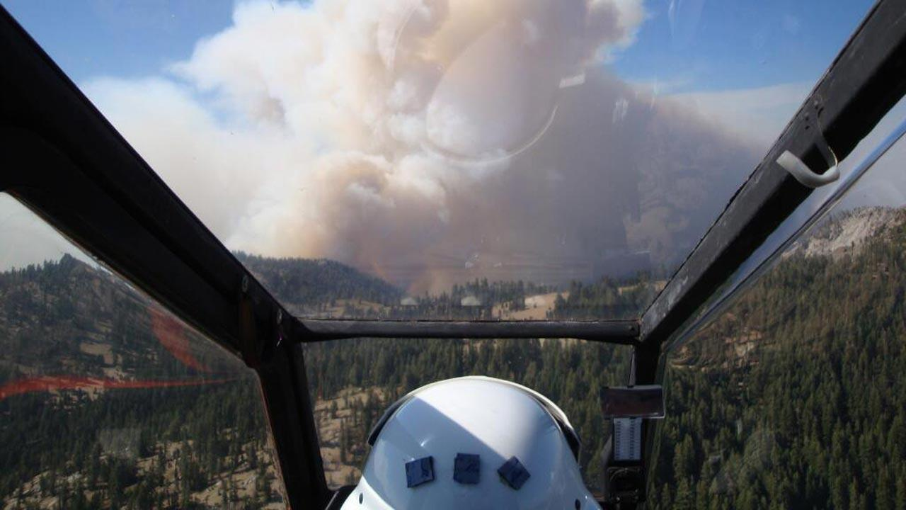 A pilots view of the Aspen Fire burning on the Sierra National Forest.