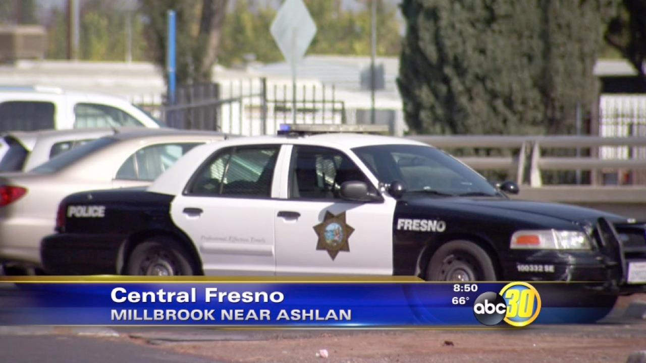 Fresno police search for stabbing suspect