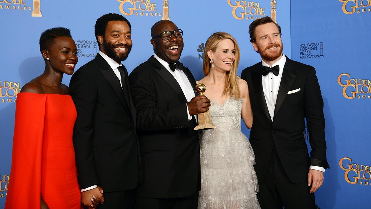 From left, Lupita Nyongo, Chiwetel Ejiofor, Steve McQueen, Sarah Paulson, and Michael Fassbender pose in the press room with the award for best motion picture - drama for 12 Years a Slave at the 71st annual Golden Globe Awards