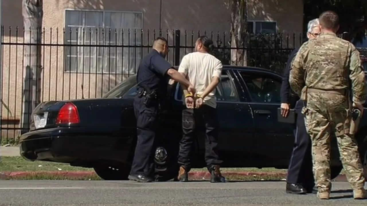 FBI raid a home in East Oakland