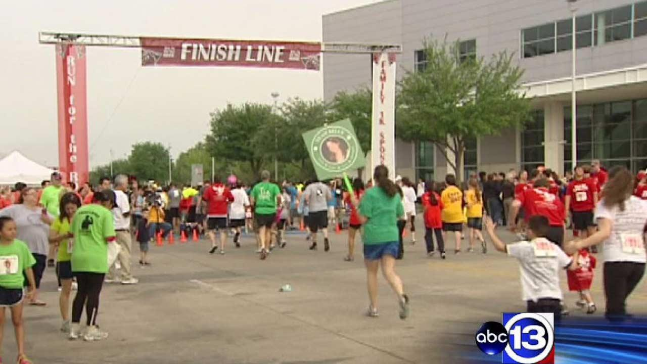 Houstonians hit the pavement at Run for the Rose